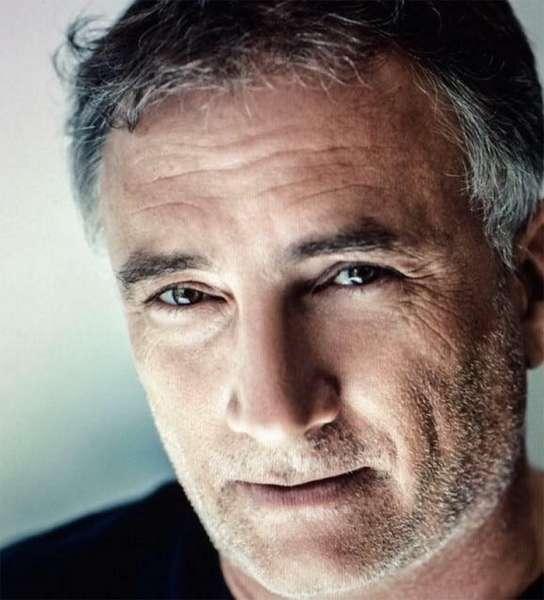 Portrait of artist Gil Goren